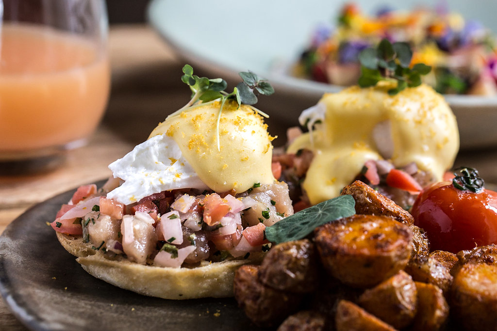 3-HVC Eggs-Benedict-Plated-Table-Set
